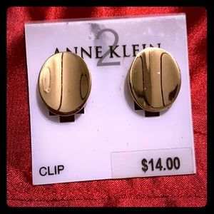 Gold tone vintage style clip earrings